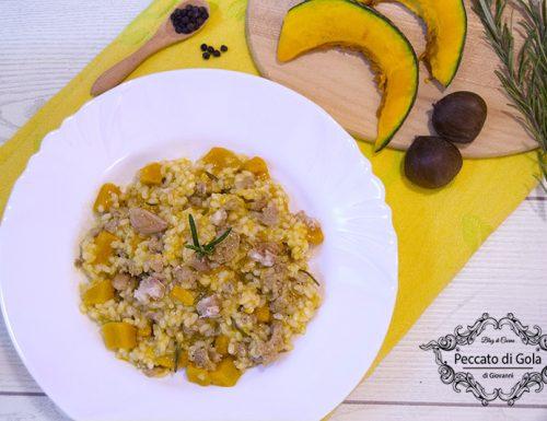 Risotto con zucca, salsicce e castagne