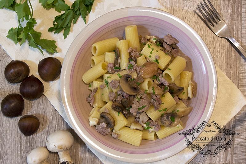 Pasta funghi, castagne e salsicce