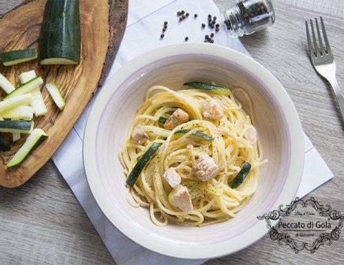 Spaghetti con zucchine e salmone