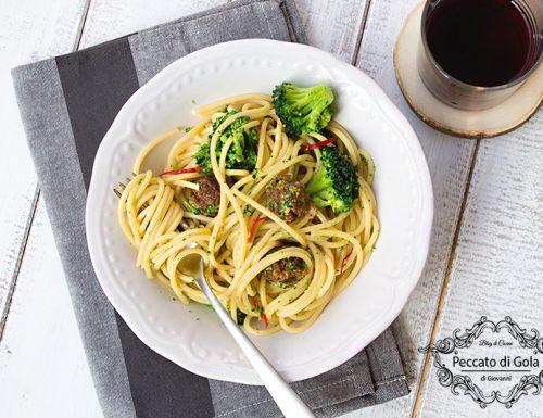 Spaghetti con polpette e broccoli