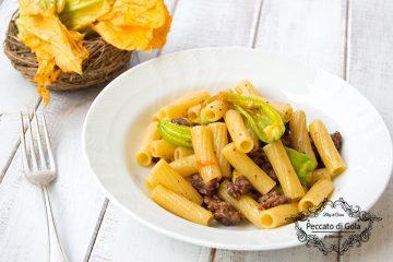 ricetta pasta con fiori di zucca e salsiccia, peccato di gola di giovanni
