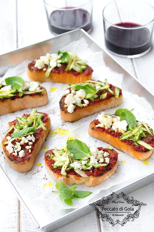 ricetta crostoni al pesto di pomodori con zucchine e feta, peccato di gola di giovanni 2