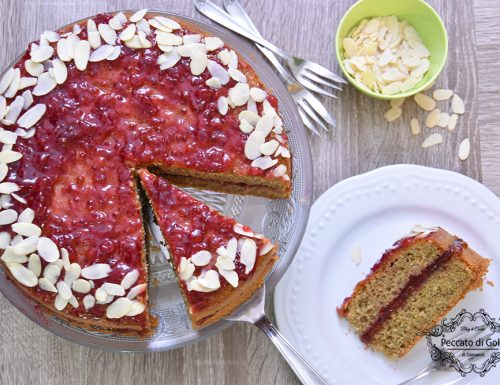 Torta di grano saraceno e confettura di mirtilli rossi