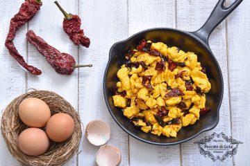 ricetta uova strapazzate con peperoni cruschi peccato di gola di giovanni