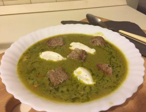Zuppa di piselli con quenelle di ricotta
