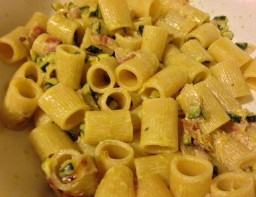 Mezze maniche con speck e zucchine