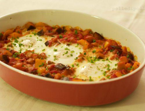 Uova con sugo di pomodoro e verdure