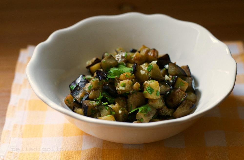 Melanzane trifolate con aglio e prezzemolo