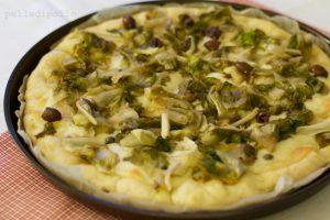 Pizza bianca di scarola con olive e capperi