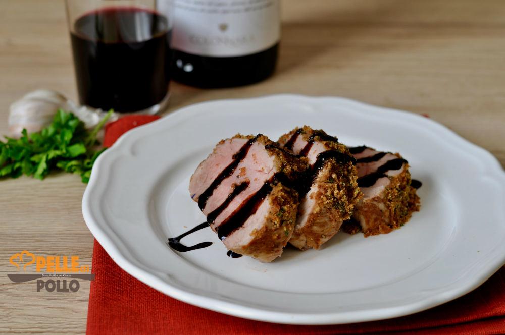 filetto di maiale alle erbe con salsa al vino