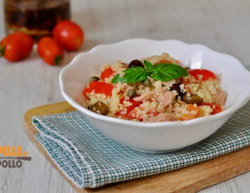 Insalata di couscous con pomodorini e tonno