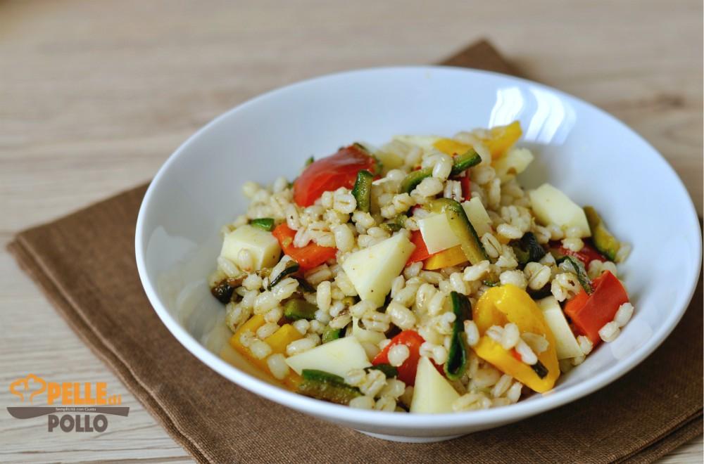 insalata d'orzo con zucchine e peperoni