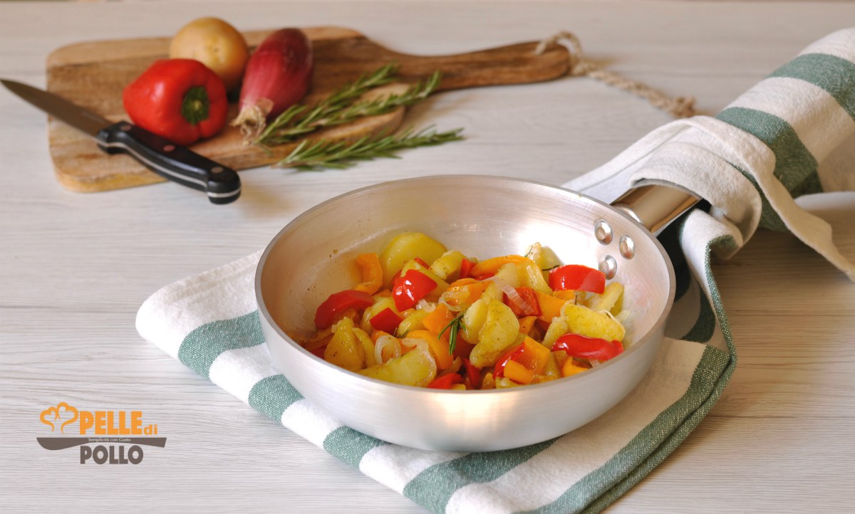 patate e peperoni in padella