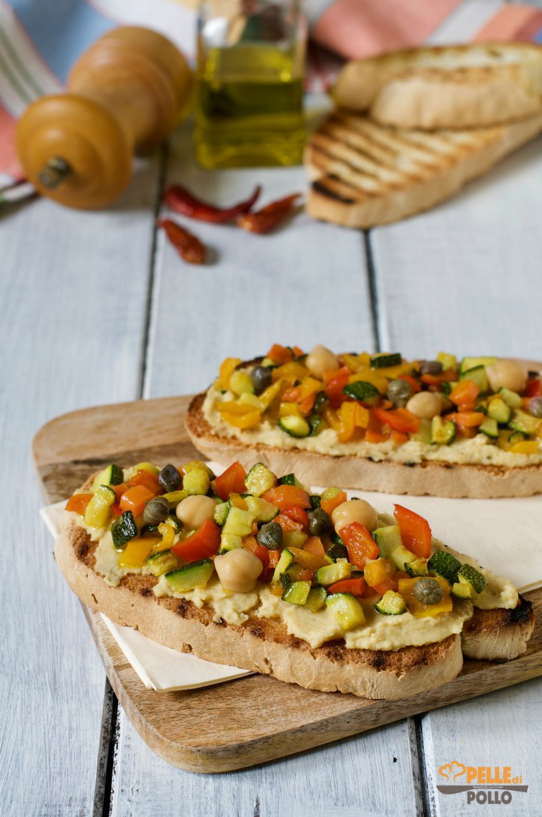 crostoni con crema di ceci piccante e verdure