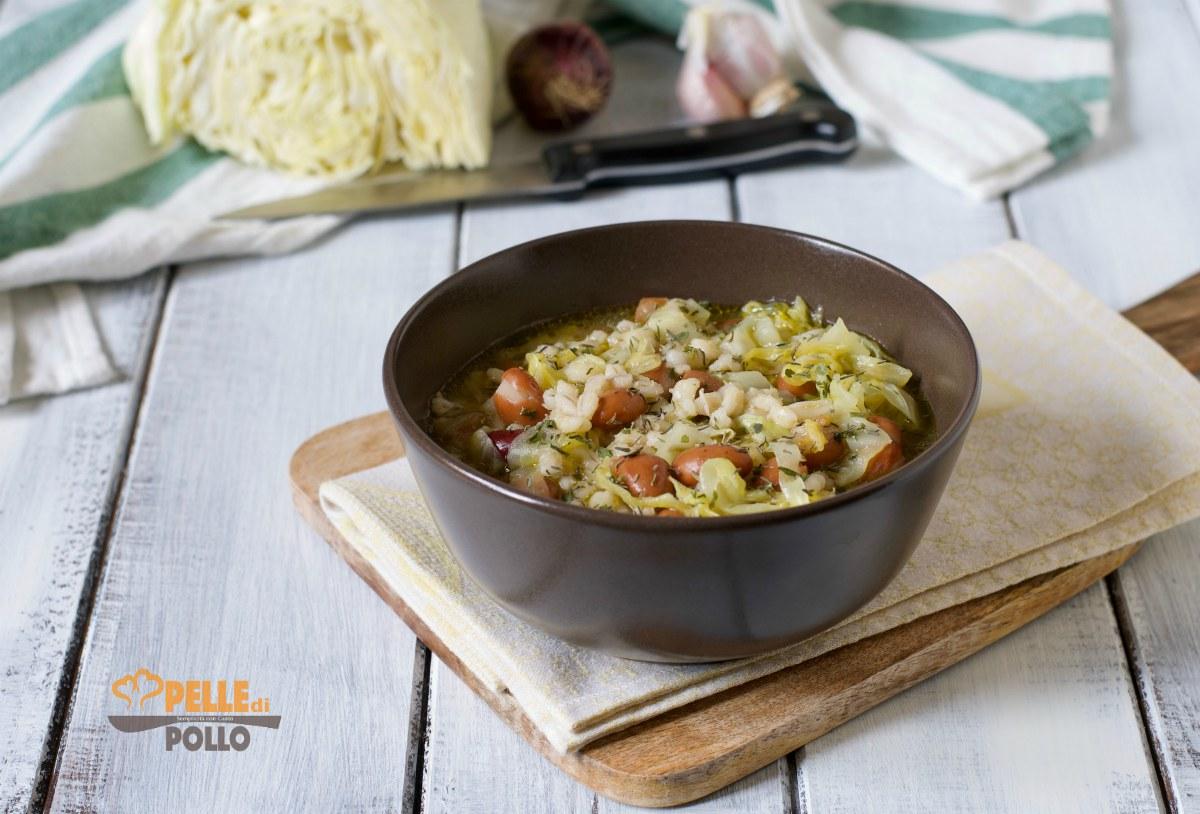 zuppa di orzo e fagioli con cappuccio