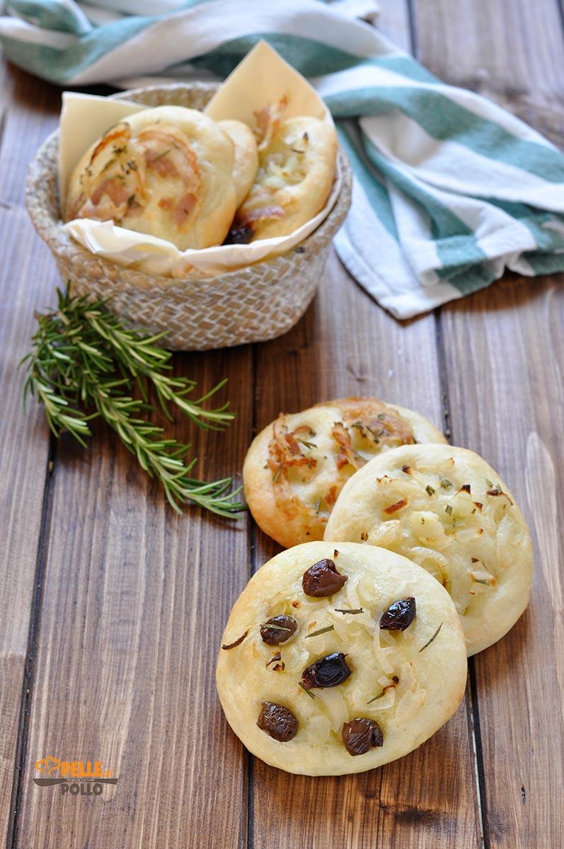 focaccine alla cipolla e olive