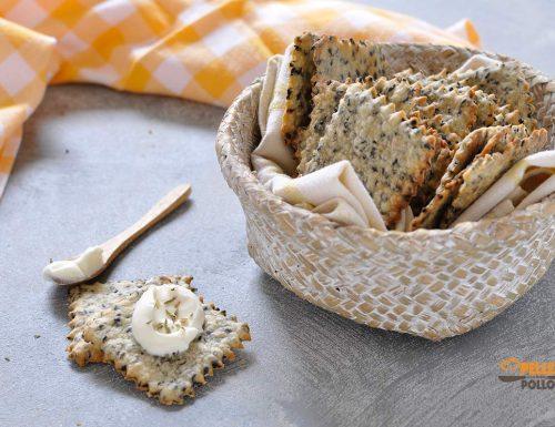 Crackers senza lievito con semi di sesamo