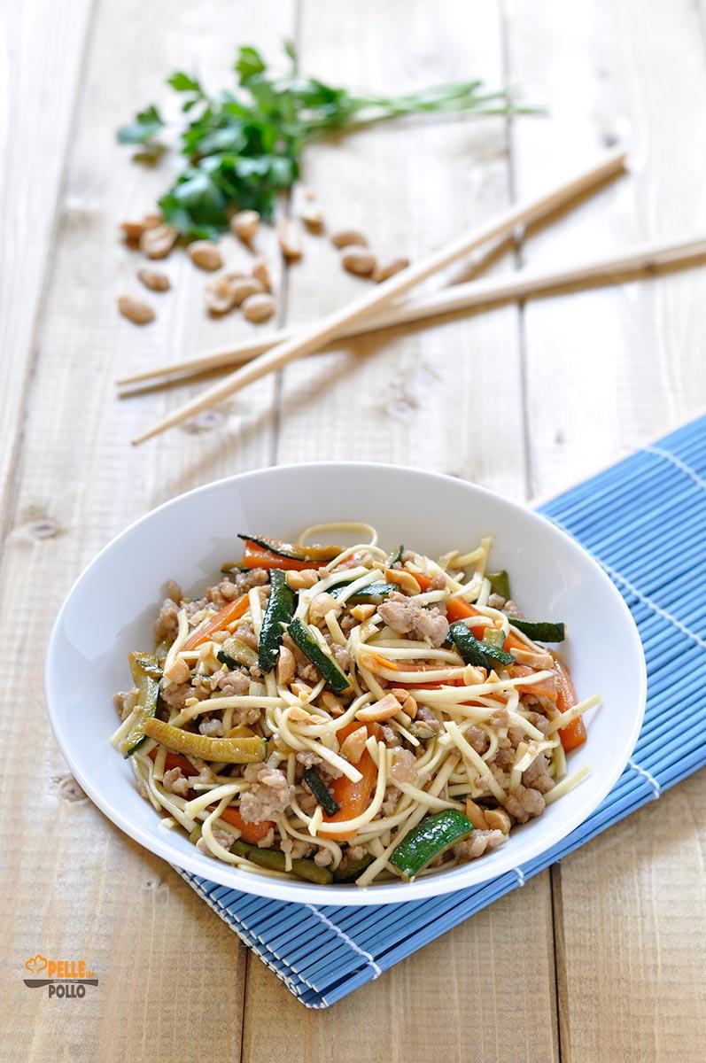 Ricetta Noodles Con Verdure E Carne.Noodles Con Carne E Verdure Saltate In Padella Pelle Di Pollo