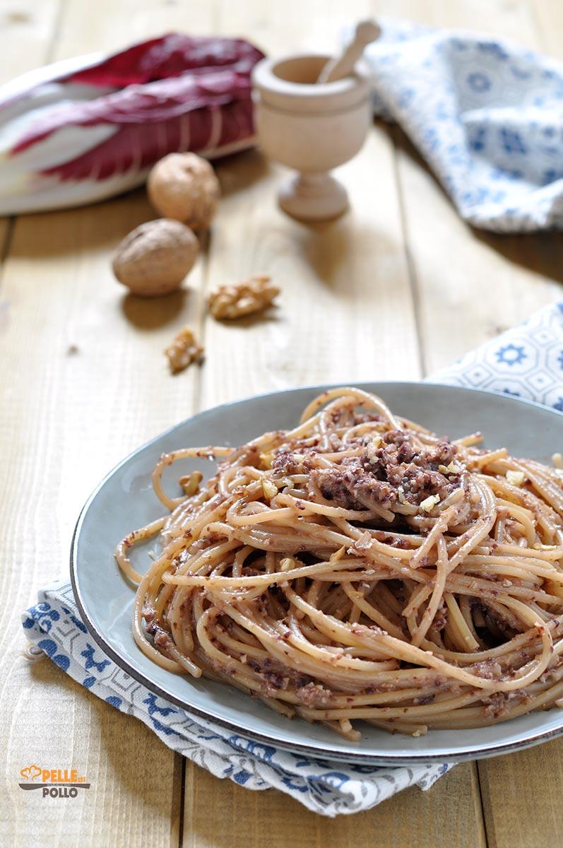 spaghetti al pesto di radicchio e noci