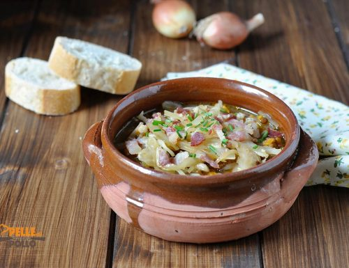 Zuppa di orzo con lenticchie e cavolo cappuccio