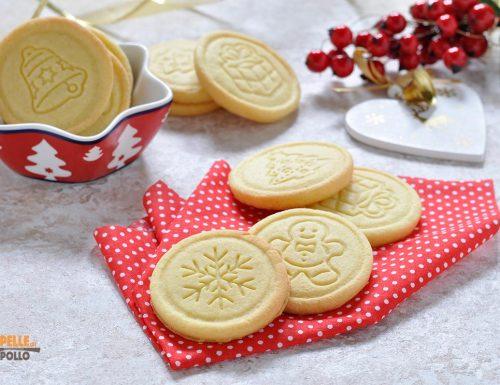 Biscotti di Natale semplici alle mandorle e vaniglia