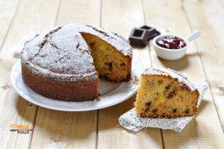 torta soffice con marmellata nell'impasto