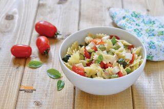 pasta fredda con zucchine pomodori ricotta