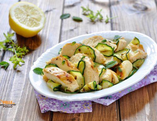 Petto di pollo grigliato con zucchine, olio e limone