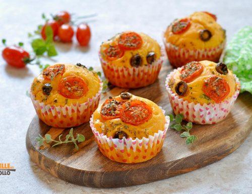 Muffin al pomodoro con olive e origano