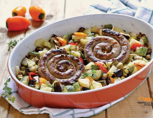 Salsicce con verdure e patate al forno