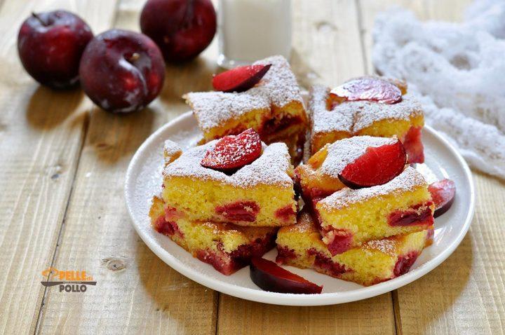 torta soffice alle prugne rosse