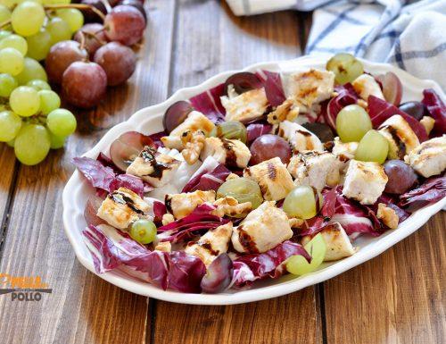 Insalata di pollo con uva, radicchio e noci