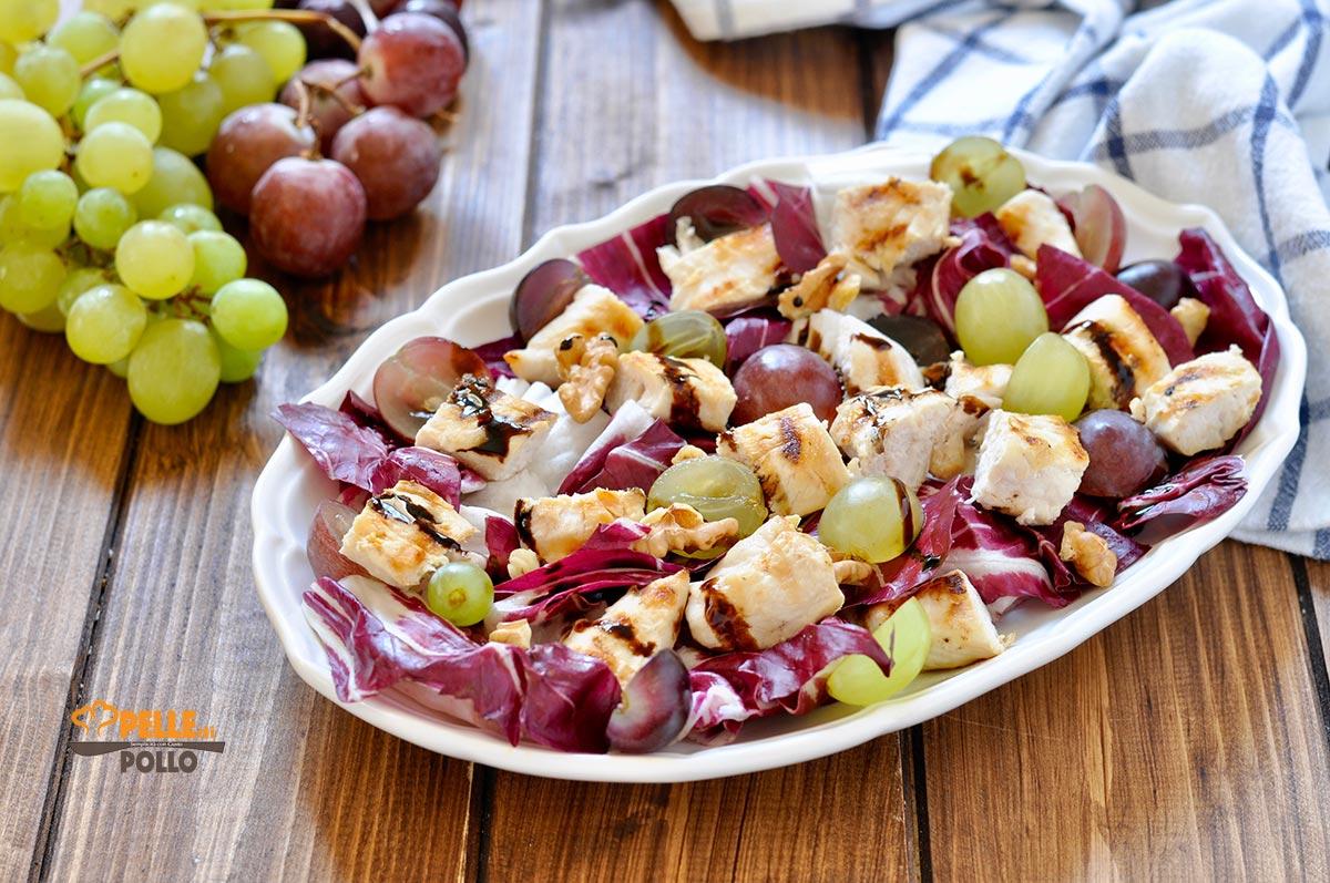 insalata di pollo con uva radicchio noci