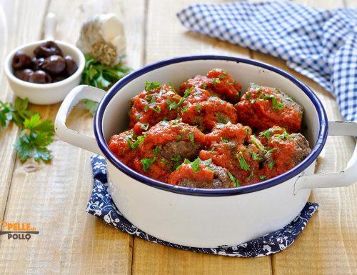 Polpette di carne alle olive con salsa al pomodoro