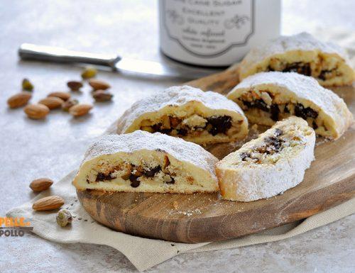 Biscotti di frolla ripieni con frutta secca