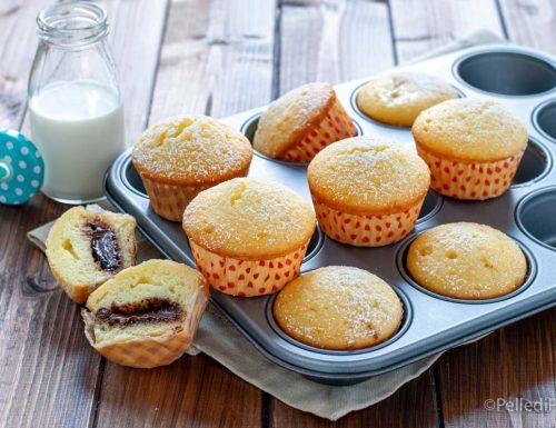 Muffin allo yogurt greco con nutella e confettura