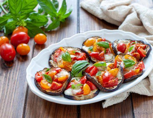Pizzette di melanzane con pomodorini e provola