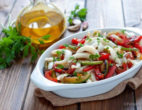 Insalata di seppie con peperoni e zucchine