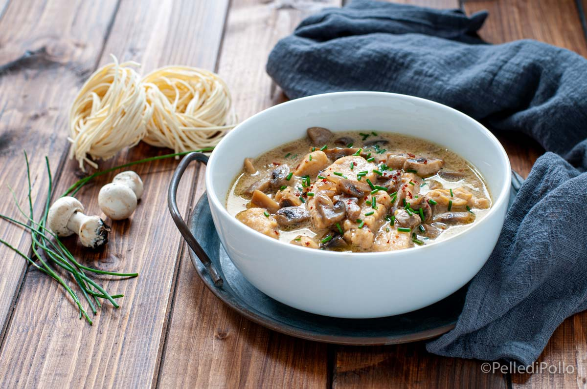 zuppa di pollo cremosa con funghi