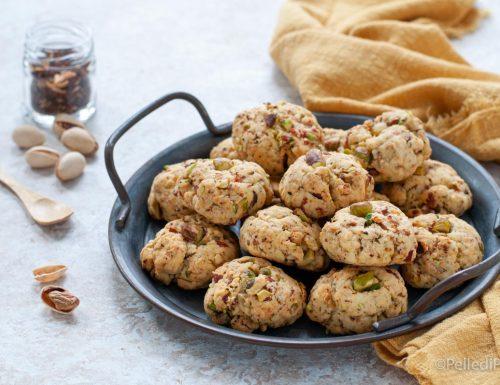 Biscotti salati ai pistacchi e speck