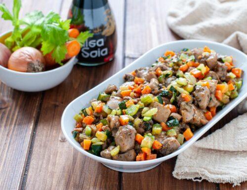 Pollo in padella con verdure e salsa di soia