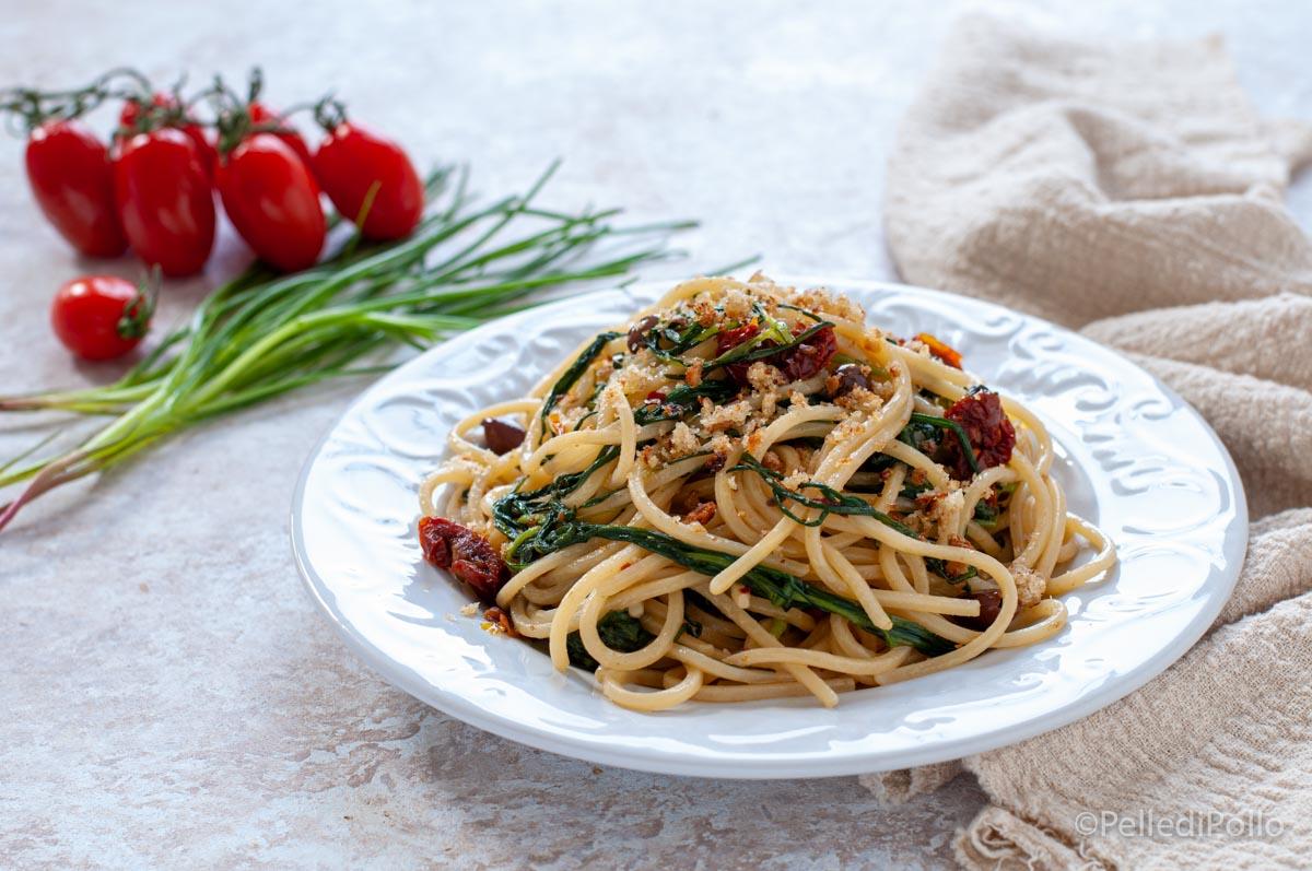 pasta con agretti alici pomodori secchi
