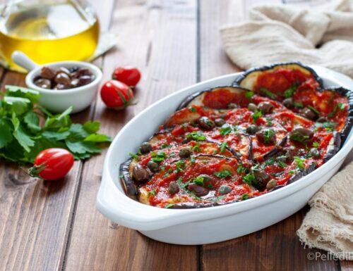 Melanzane con sugo di pomodoro e olive