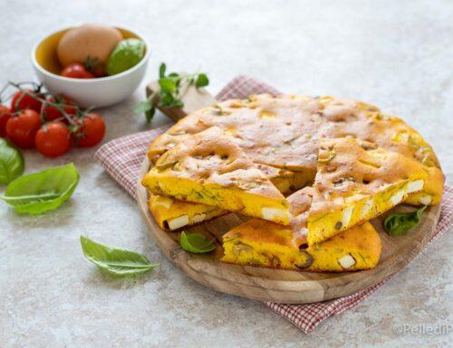 Torta salata con feta, olive e pomodori secchi