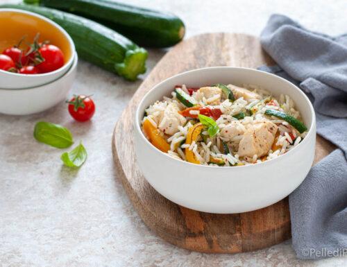 Insalata di riso basmati con pollo e verdure