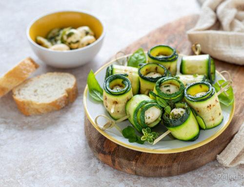Rotolini di zucchine e mozzarella alle erbe
