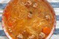 Spaghetti di riso con brodo di carne