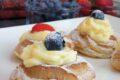 Zeppole di San Giuseppe al forno con crema pasticcera e frutta