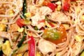 """""""Pad thai"""" pollo e verdure ricetta thailandese"""