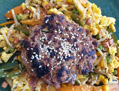 Burger thai, hamburger di vitello con verdure